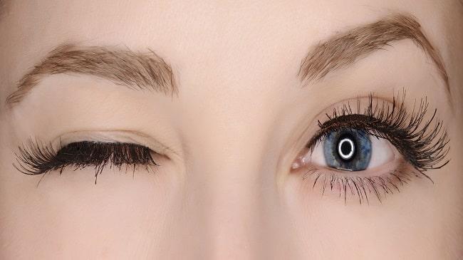 آبکی شدن چشم ها با لنز
