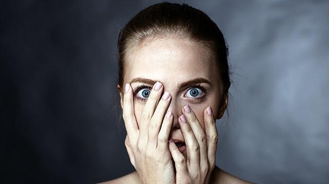 آیا از لنزهای تماسی می ترسید؟