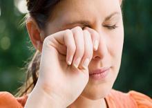 اثرات-مضر-مالیدن-چشم