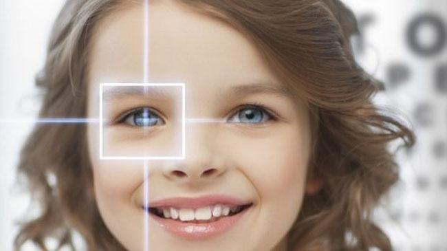 از چه سنی می توان از لنز های تماسی استفاده کرد؟