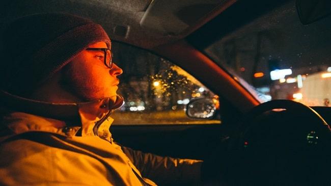 بهترین-عینک-های-تجویزی-برای-رانندگی-در-شب