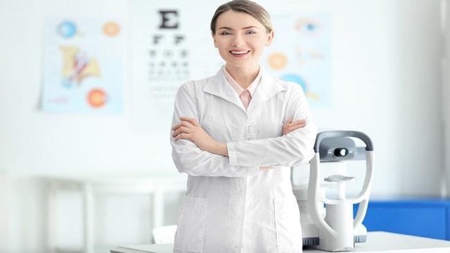تفاوت اپتومتریست و چشم پزشک