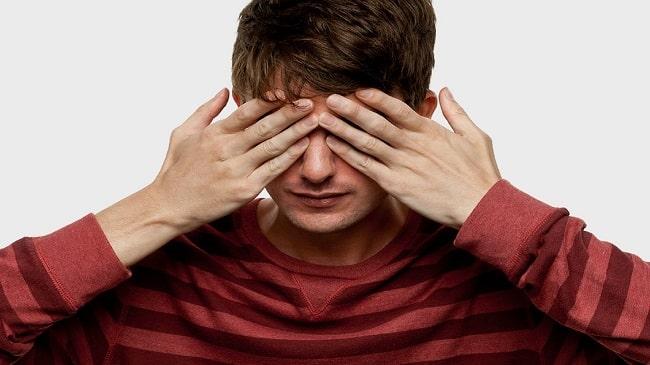 خطرات به اشتراک گذاری لنزهای تماسی