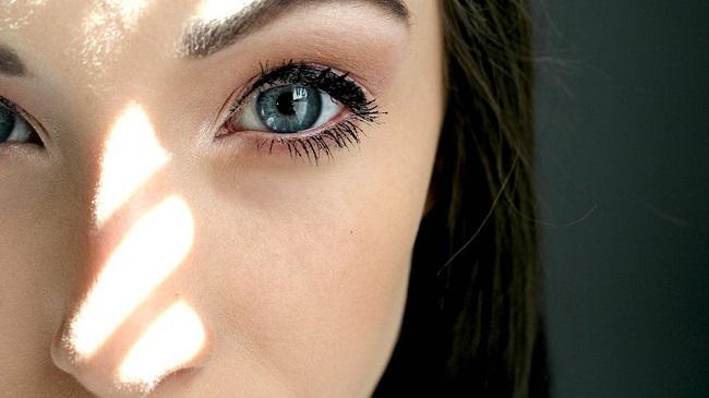 خطرات لنزهای رنگی جعلی سولوتیکا
