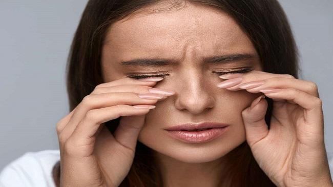 سوزش چشم بر اثر لنزهای تماسی