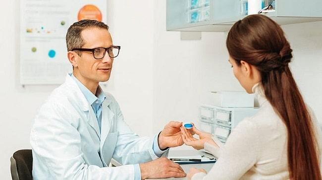 علت خرید لنز از پزشک چشم