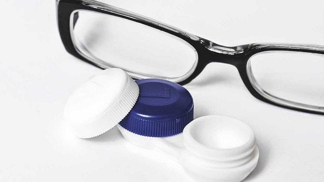 عینک-جایگزین-لنز-در-افراد-مسن