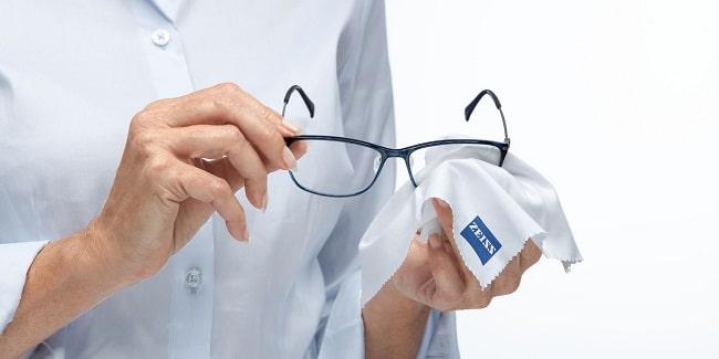 عینک خود را چگونه تمیز کنیم