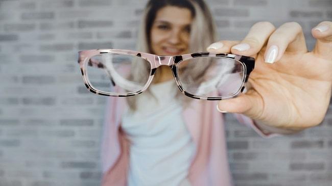 چگونگی اندازه گیری قاب عینک