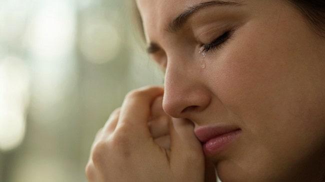 گریه-کردن-با-داشتن-لنز-تماسی