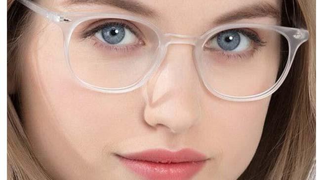قطرهای که می تواند جایگزین عینک مطالعه شود!