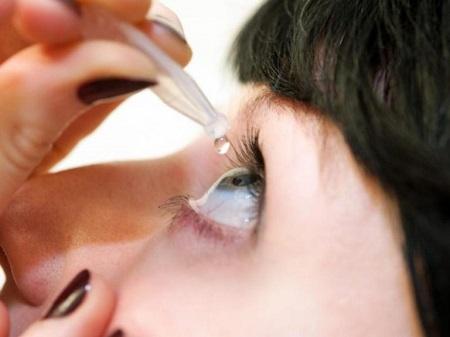 گیر کردن لنز در چشم