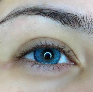 لنز آبی ته مایه سورمه ای