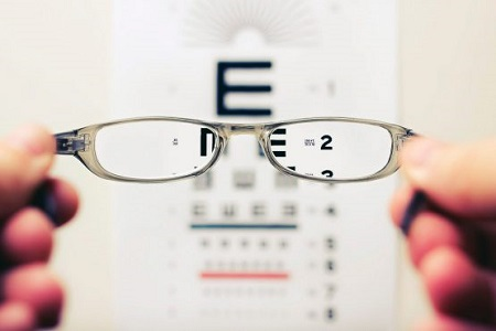 لنز با عینک